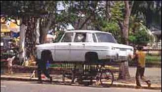Nuovo mezzo di trasporto indiano la bici carrozzata