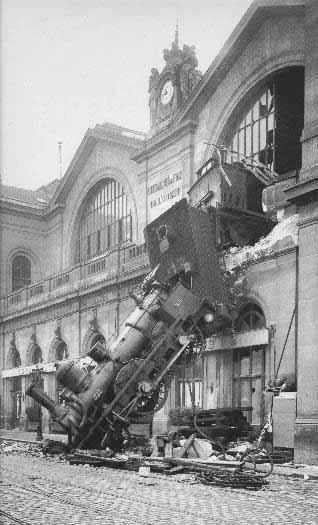 Treno d'epoca e salta fuori dalla stazione