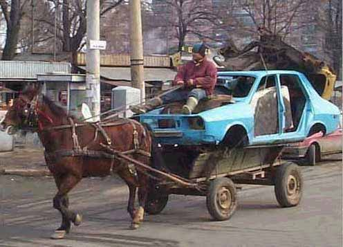 Se manca il motore ci pensa il cavallo a trainare l'auto