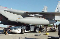 Auto sotto aereo