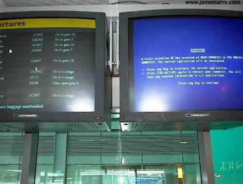 Schermata blue di Windows in aeroporto