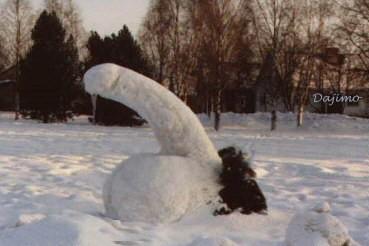 Pupazzo di neve sexy. A chi si sarà ispirato l'artista ?