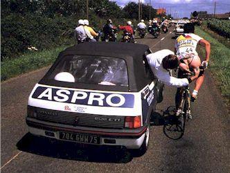 Cosa sarà successo a questo ciclista ?