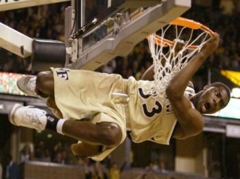 Basket prese del canestro